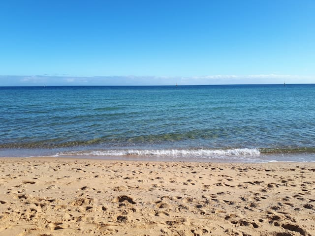 Beach Tonic .. 500m to the beach.