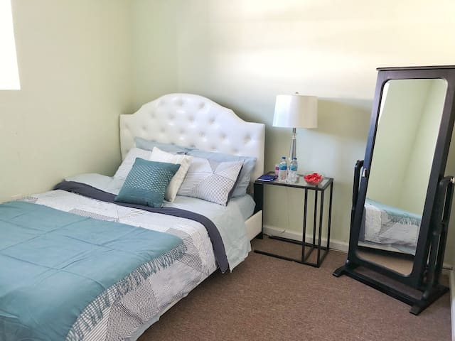 Entire Private Floor, minutes to BWI Airport!