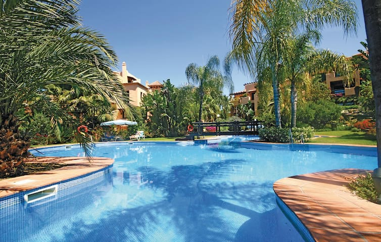 Holiday apartment with 2 bedrooms on 90m² in Estepona