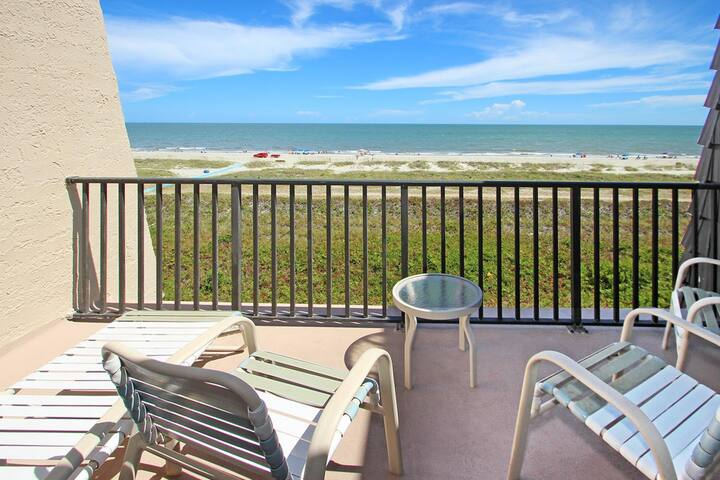 Cozy oceanfront condo w/ ocean views, shared pool, hot tub & more - beach nearby