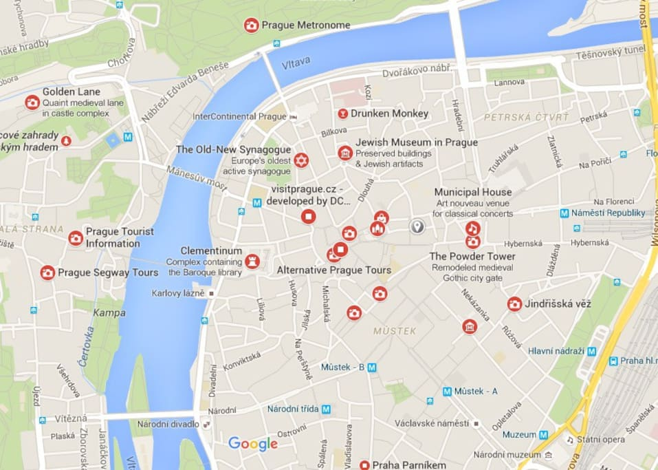Less than a 5 minute walk to all these tourist destinations!(The grey marker is where the apartment is)