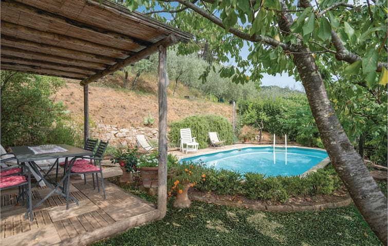 Semi-Detached with 3 bedrooms on 72m² in Orbicciano LU