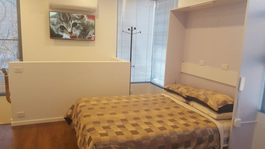 Queen Bed, Flat screen, Air cond