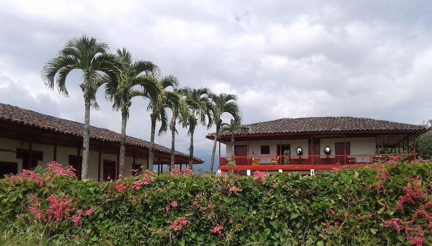 Hacienda Maravelez, joya de la zona cafetera