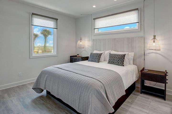 Lively Beach 1 Bedroom, 2 Bathroom with Full Kitchen, Loft & Deck - Master Bedroom