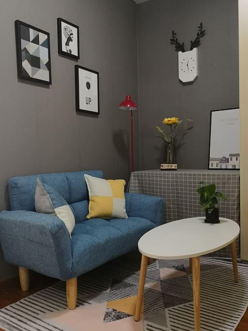 大房间内的小起居室,可轻松闲聊,看书,工作