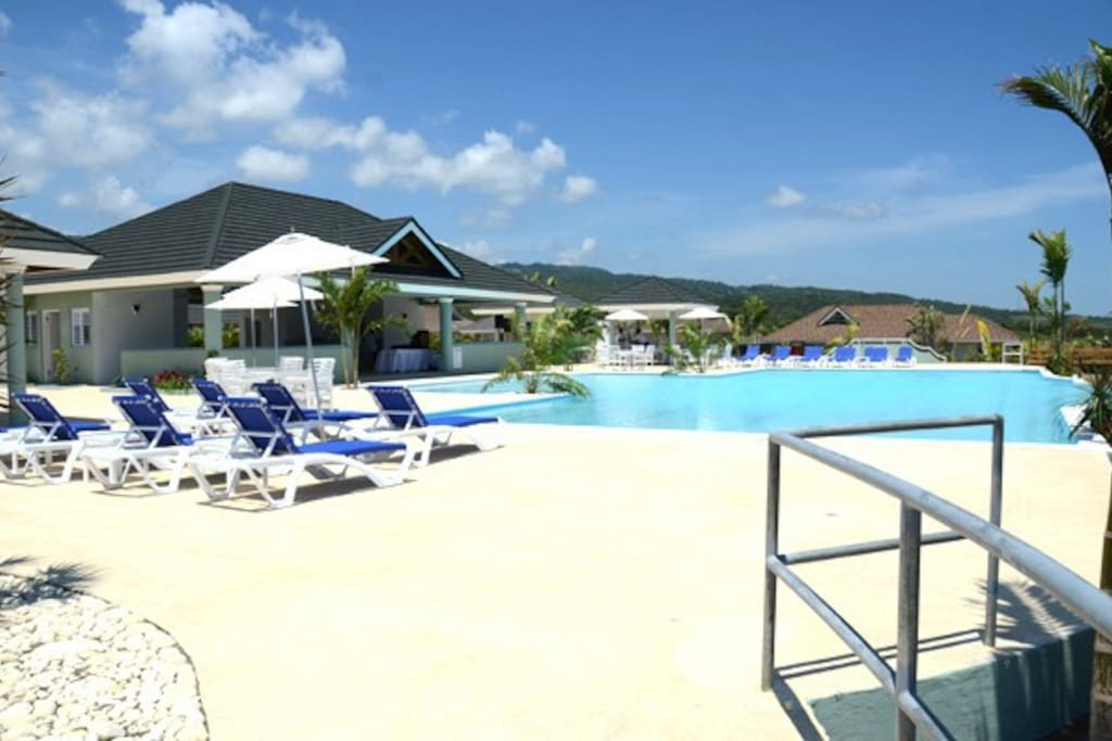 Pool & Clubhouse #2