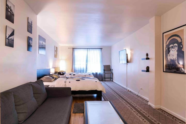 Luxurious Studio In NYC! - 20 min to Time Square!