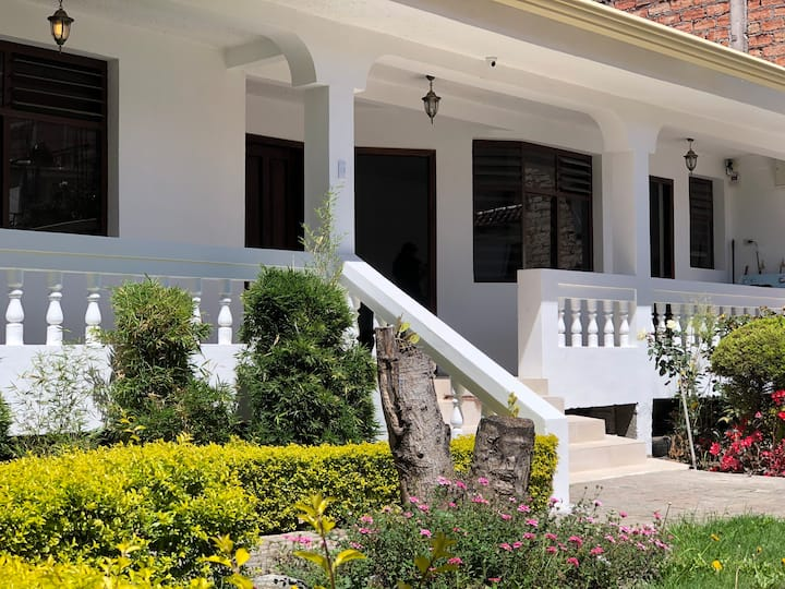 Habitación privada con baño en casa Colonial