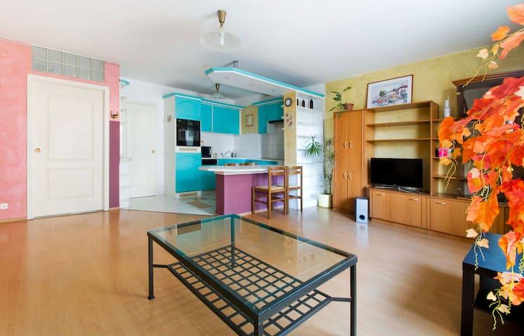 Tágas, teraszos lakás - Boedapest - Appartement