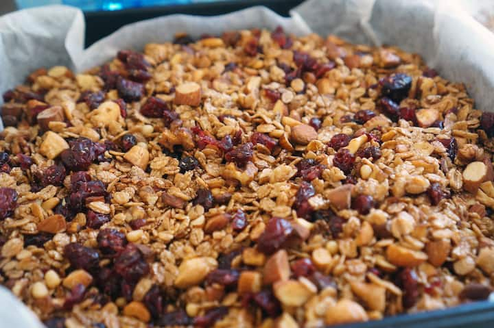 Process of baking Granola with dry fruit