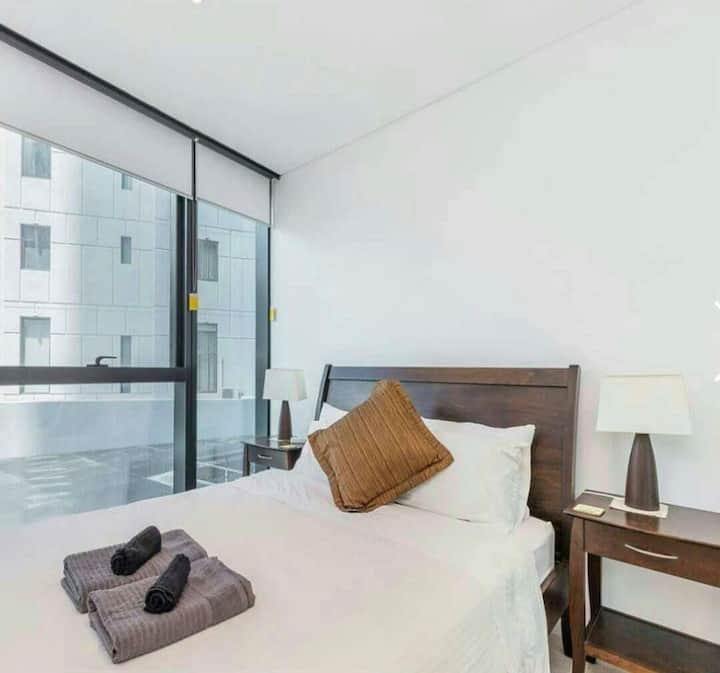 Beautiful 2 bedroom unit, Brisbane City Centre.