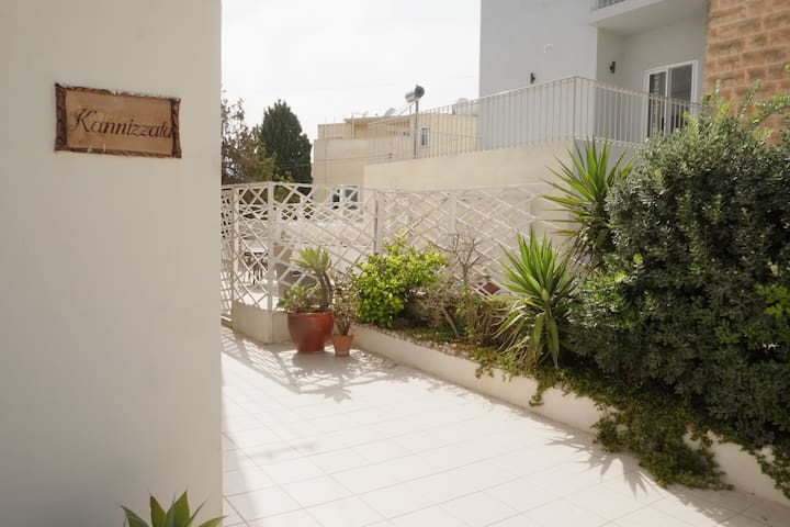 House, 2 min from Paceville, 5 min from the sea
