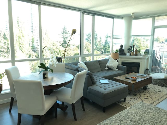 Lower Lonsdale 1bed apt w/ stunning views by ocean