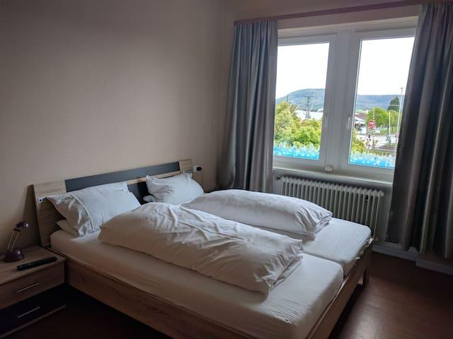 Schönes Hotelzimmer ggü.vom Bahnhof - Klettgau, Baden-Württemberg, DE - House