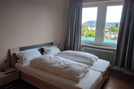 Schönes Hotelzimmer ggü.vom Bahnhof - Klettgau, Baden-Württemberg, DE - Дом