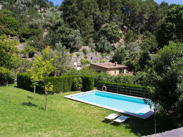 Charming hillside location with a view – Villa S'Olivar