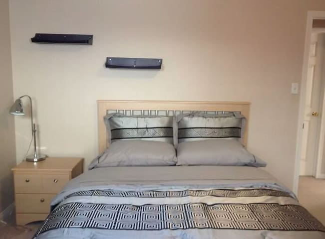 Large Room with Shared Bathroom - Albertville - House
