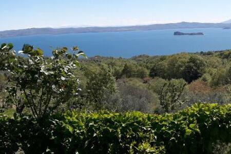 Vista panoramica e tranquillità - Gradoli - บ้าน