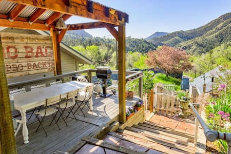 RED ROCKS retreat | idyllic CO mountains | Professionally cleaned per CDC guidelines | 30mins Denver