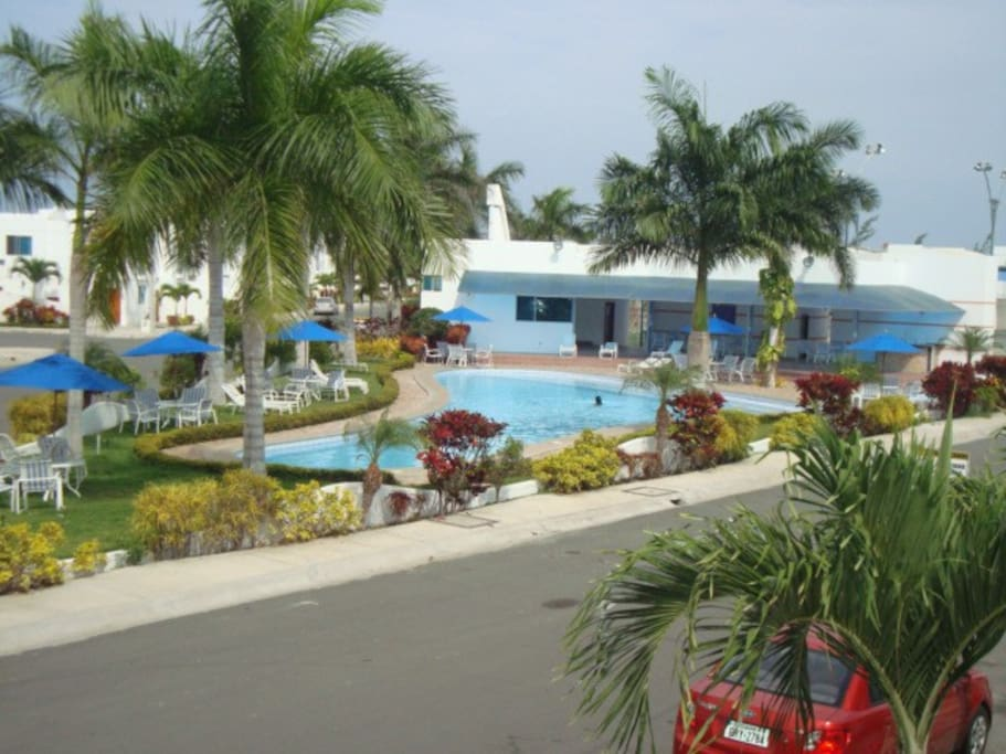 Social area with swimming pool, sauna, mini soccer, basketball and children's games. 3 minutes from the preferred sunset site of Ecuador.... Punta Carnero.