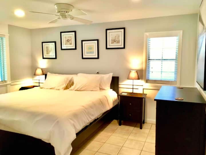 King Bed, Pool, Close To Ocean & Sound Access!