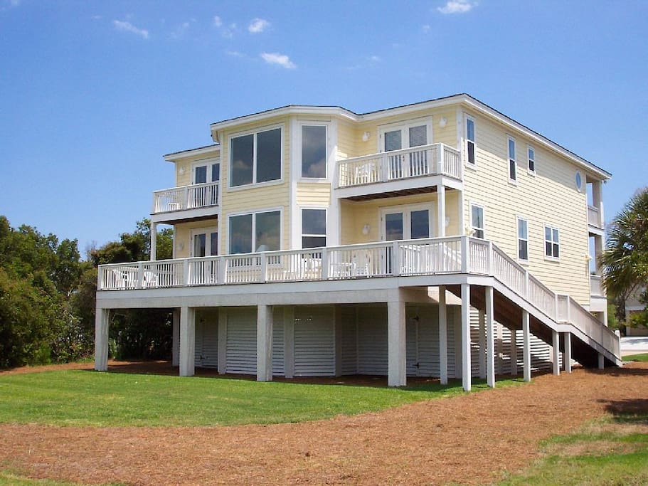 Back of home with panoramic views of Ocean Point course & breathtaking wildlife!