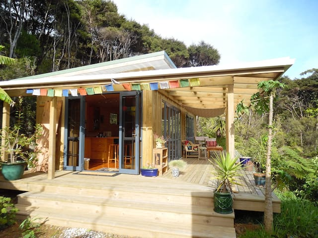 Sunny beautiful artistic guesthouse in paradise - Waikawau