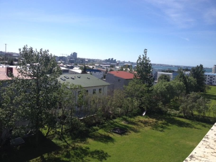 The (summer) view from the balcony and living room. There you can see the city center, Harpa - music hall, Hallgrímskirkja, Perlan and other characteristics for Reykjavík.