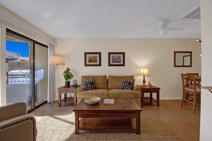 Great Biarritz Condo in Downtown Palm Springs