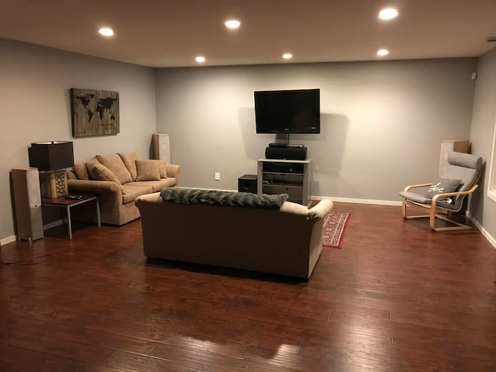 Large 1-Bedroom Unit with Private Entrance