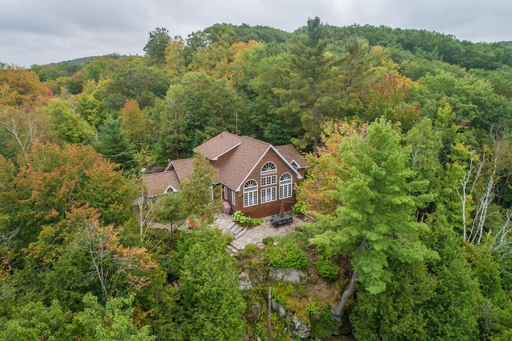 Vantage Point~Lovely 4 bed, 2.5 bath with fabulous views of Lake of Bays!