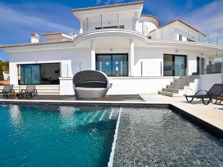 Luxury villa - 5 star - with large private pool in exclusive development