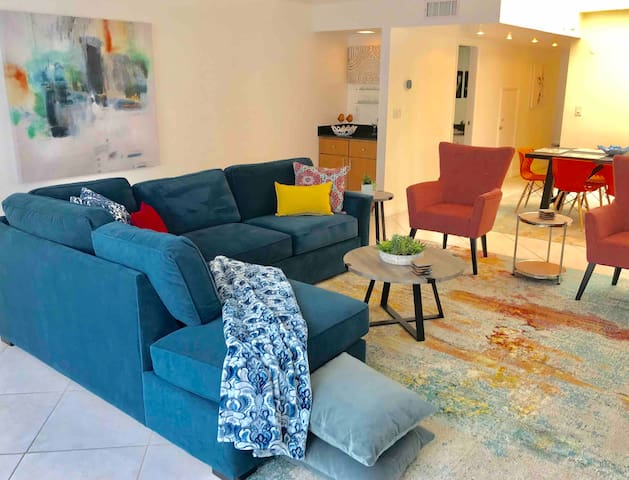 Modern 2 bdrm Apt. near Hollywood Studios/Hiking