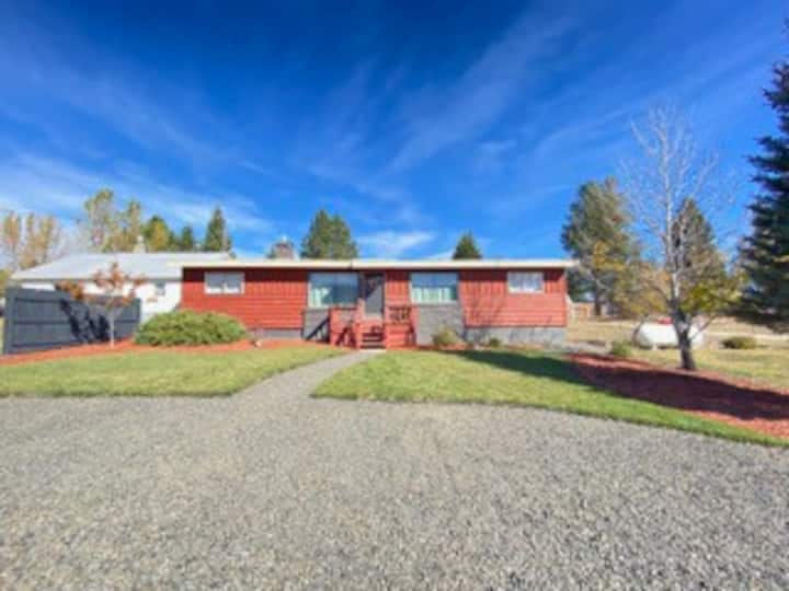 Comfortable home with beautiful mountain views!