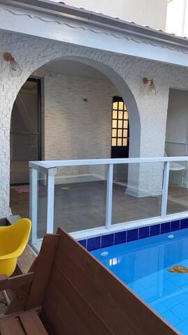 Casa completa com piscina 5dorms perto de tudo