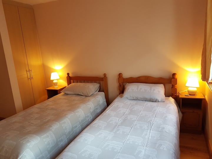 Twin Bedroom in the heart of Galway City.  No 1.