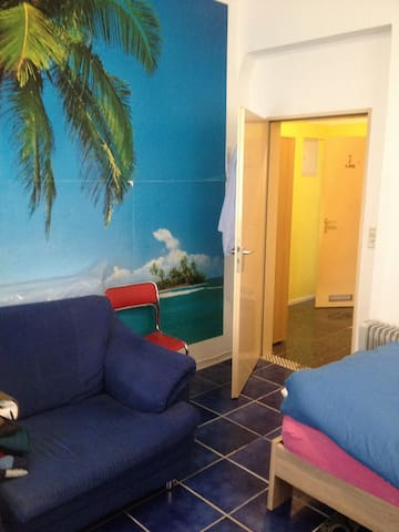 Comfortable 2 Bed Place...1 Stop from Hbf - Stuttgart