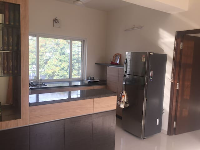 Centrally located apartment. Excellent lake view. - Hyderabad - Apartamento
