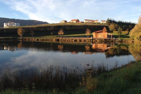 chalet de 35m2 au bord d un étang privé de 2000 m2 - Almhütte