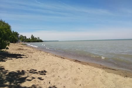Cedar Point Cottage between Sarnia & Grand Bend