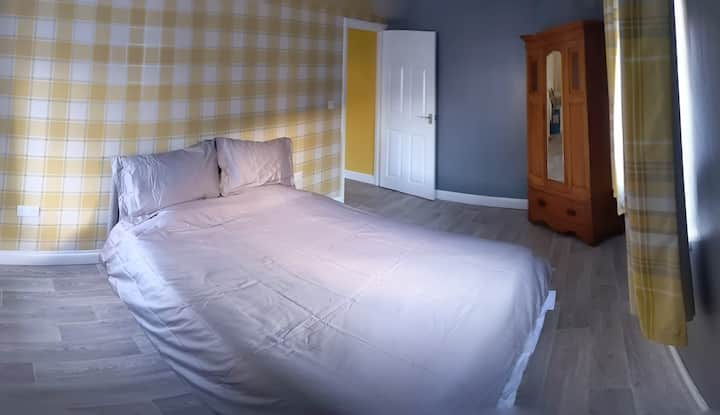 Bright and Airy Apartment In Newcastle Emlyn