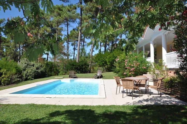Villa récente située dans un complexe résidentiel à proximité du golf avec piscine 60701 - Lacanau - Villa