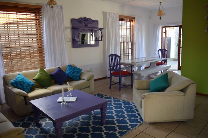 Lounge/ dinning area