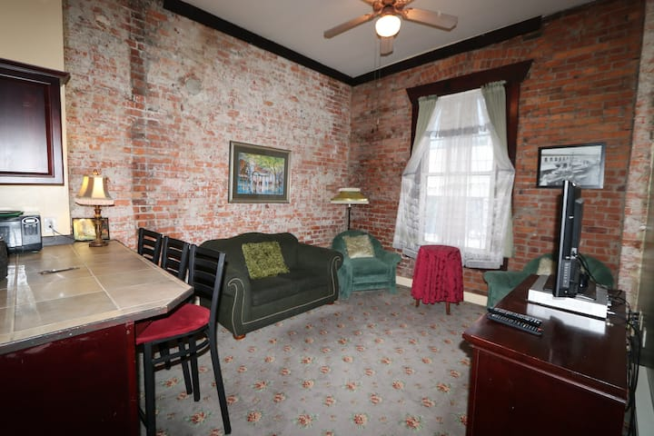 Historic Merchant's Apartment 303 B