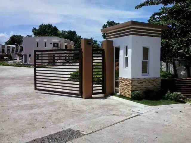 4 bedroom Townhouse in Tagbilaran with SUV car
