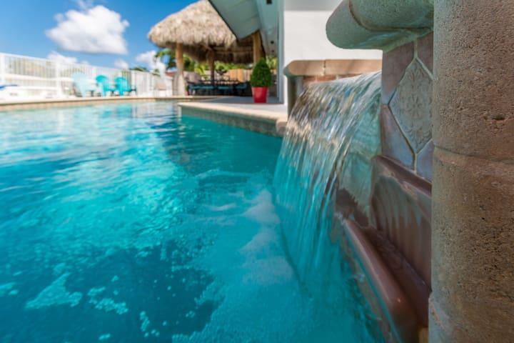 4BR Waterfront Home w/pool - Tropic Tiki Villa!
