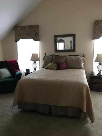 Master Queen bdrm and private bath - Bluffton - Dom