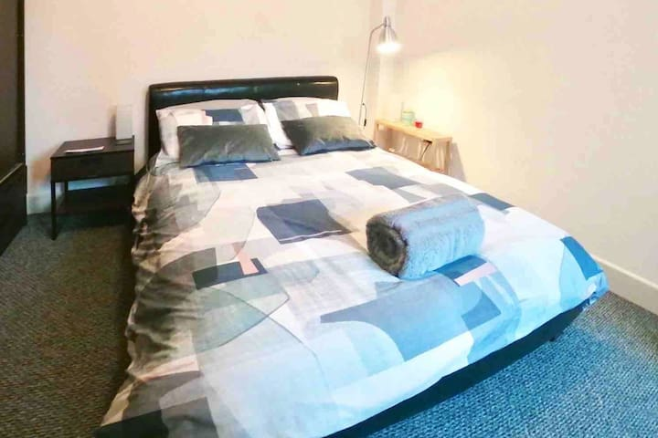 BEAUTIFUL EN-SUITE DOUBLE BEDROOM in ZONE 1