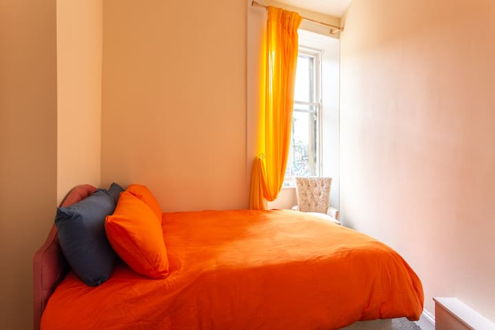 Cosy bright room in a vibrant part of the city